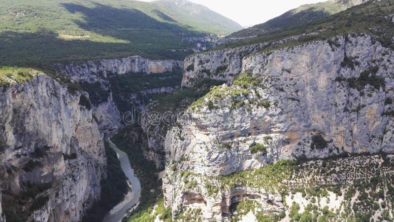 Opinión del ojo de pájaro de Verdon, el río de Provençal que cavó a la Gorges magnífica du Verdon, Francia, Europa imagen de archivo libre de regalías