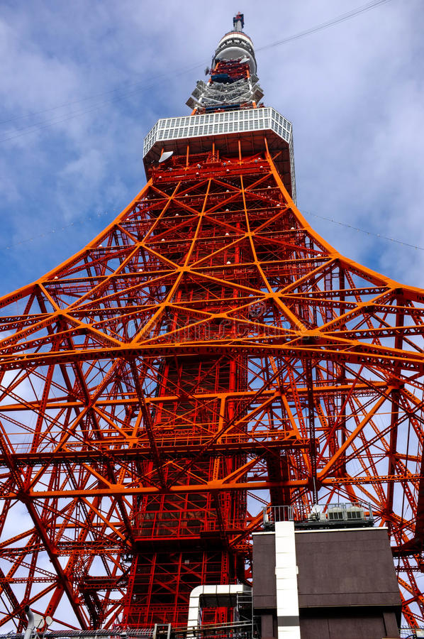 Opinión del ojo del gusano de la torre de Tokio fotografía de archivo