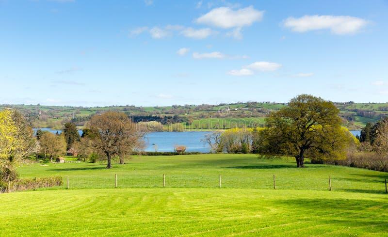 Opinión del país en el lago Somerset England Reino Unido Blagdon al sur de Bristol foto de archivo libre de regalías