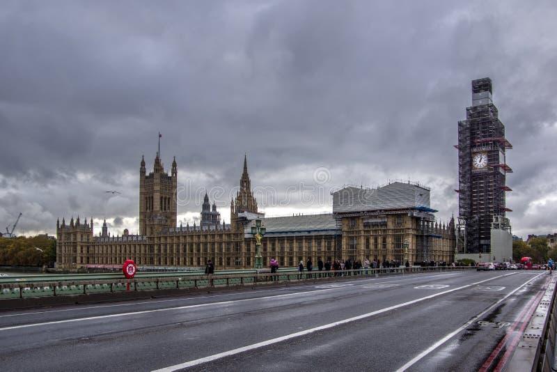 Opinión del paisaje de casas del parlamento y de Big Ben foto de archivo