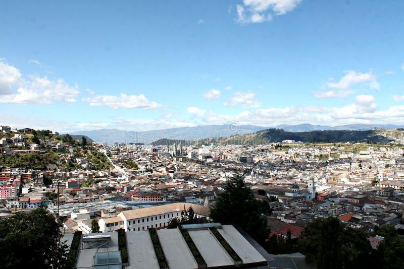 Opinión del paisaje de Quito imagenes de archivo