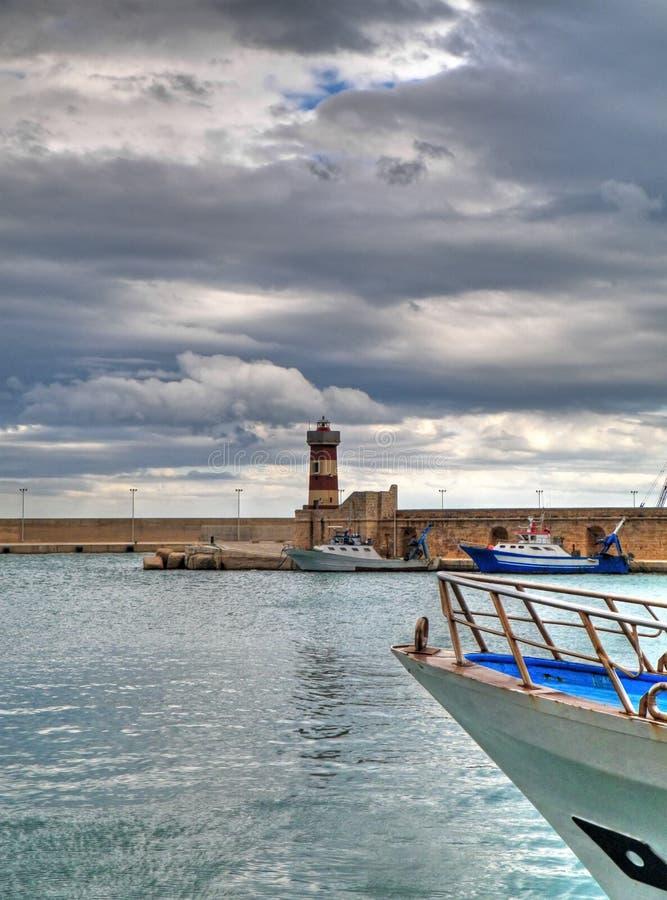 Opinión del paisaje del puerto de Monopoli. Apulia. fotografía de archivo libre de regalías