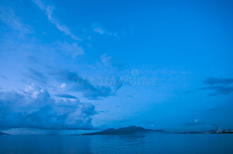 Opinión del paisaje marino de la playa Indonesia de Manado fotos de archivo libres de regalías
