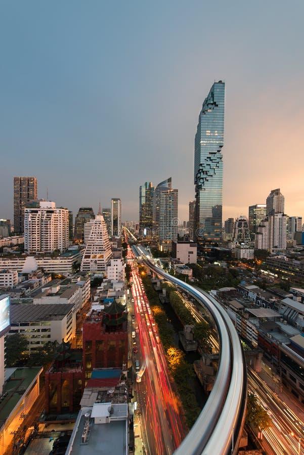 Opinión del paisaje urbano del centro de la ciudad de Silom en negocio central de la ciudad de Bangkok imagen de archivo