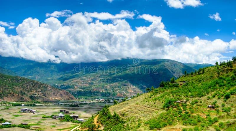 Opinión del panorama al valle de Paro, Bhután imágenes de archivo libres de regalías