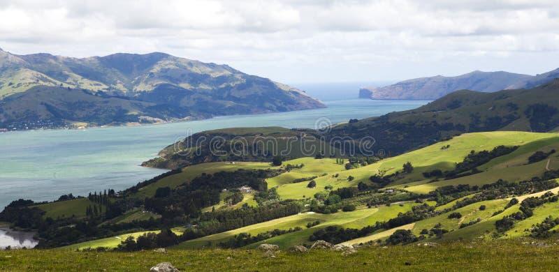 Opinión del panorama de Akaroa cerca de Christchurch, Nueva Zelanda imágenes de archivo libres de regalías