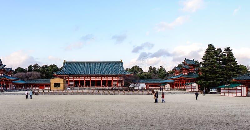 Opinión del panorama de la capilla de Heian en Kyoto, Japón foto de archivo libre de regalías