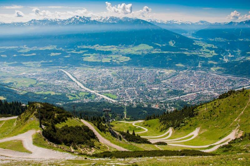 Opinión del panorama de la ciudad de Innsbruck fotos de archivo