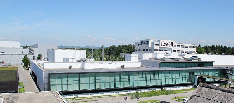 Opinión del panorama de la tienda de Wolford y de edificios industriales imagenes de archivo