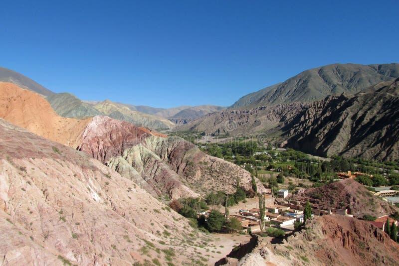 Opinión del panorama de las montañas de Humahuaca fotografía de archivo libre de regalías