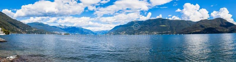 Opinión del panorama del lago Maggiore fotos de archivo