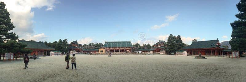 Opinión del panorama del templo de Heian en Kyoto, Japón fotos de archivo