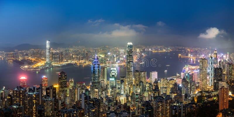 Opinión del panorama del horizonte de Hong Kong en la tarde imagen de archivo libre de regalías