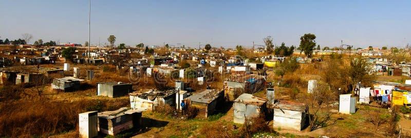 Opinión del panorama a la cercanía del favela de Soweto de Johannesburgo, Suráfrica imagenes de archivo