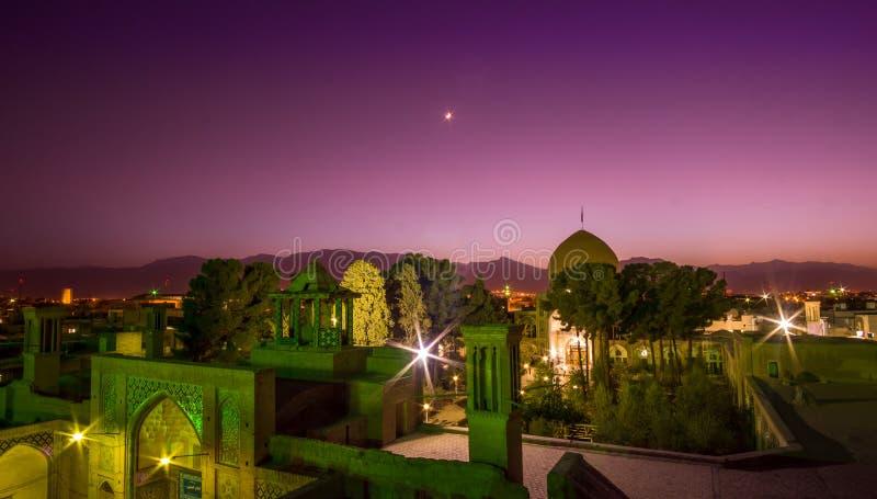 Opinión del panorama sobre el ` s del tejado de Kashan por noche foto de archivo libre de regalías