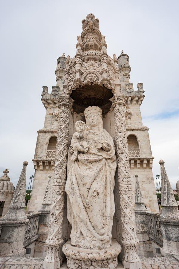 Opinión del primer de la estatua de la Virgen María en la torre de Belem fotografía de archivo libre de regalías