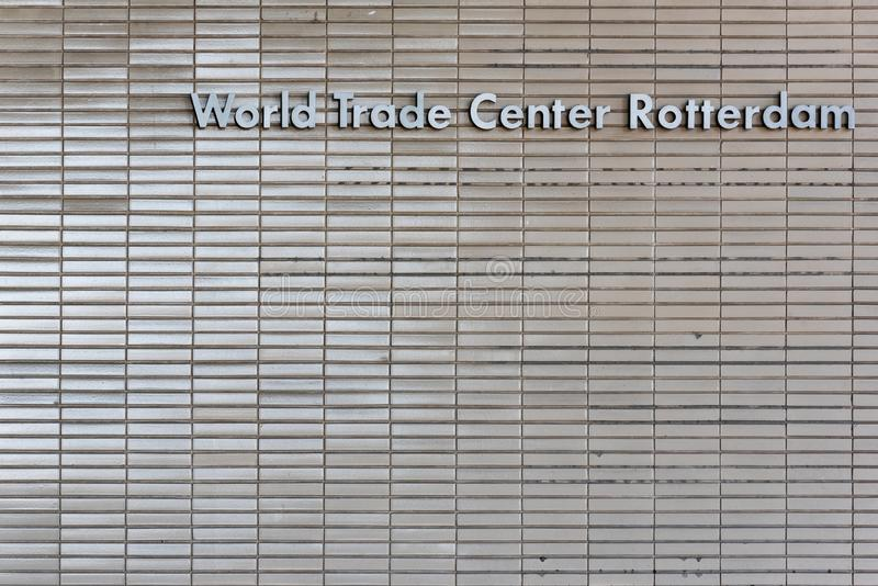 Opinión del primer de la fachada de la entrada del edificio del World Trade Center de Rotterdam fotos de archivo libres de regalías