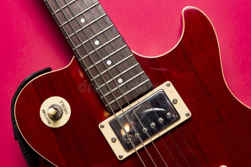 Opinión del primer de la guitarra eléctrica clásica de Paul de los les de la roca del vintage imagenes de archivo