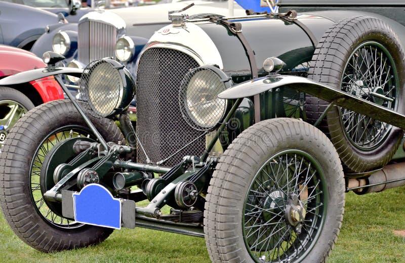 Opinión del primer de neumáticos, de defensas, y de linternas delanteros de Bentley clásico fotografía de archivo