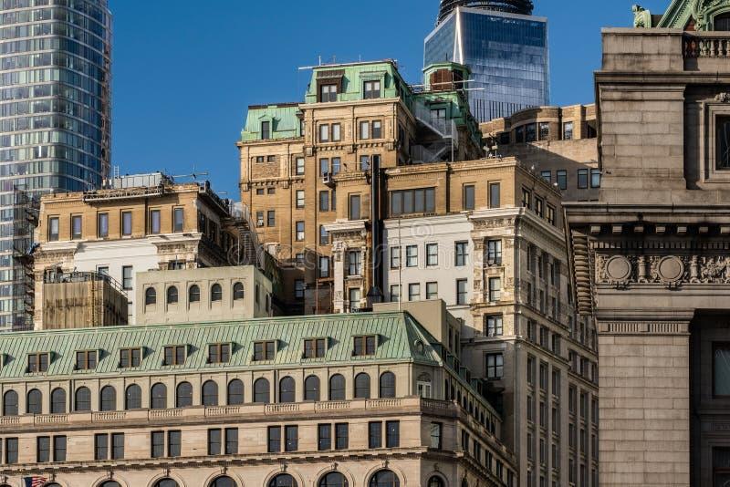 Opinión del primer de rascacielos históricos y modernos en el Lower Manhattan financiero New York City del distrito foto de archivo