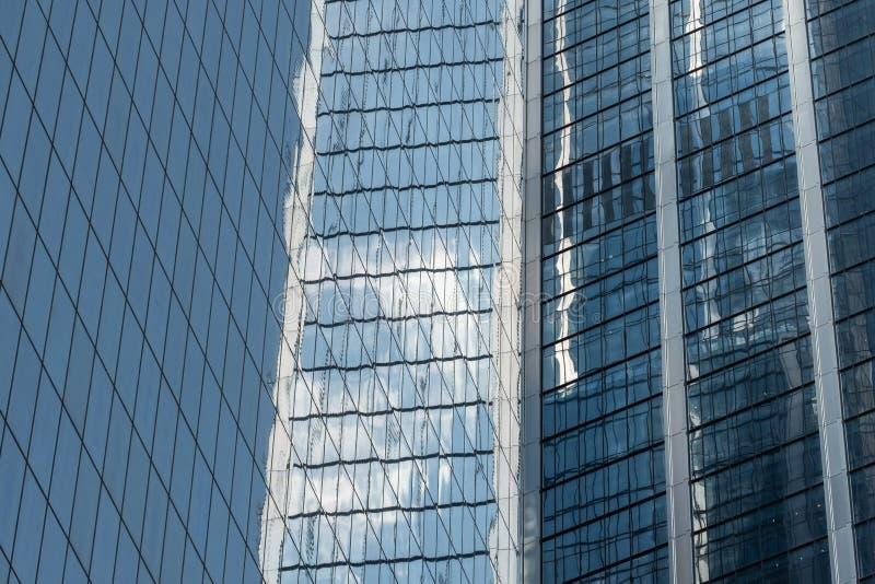 Opinión del primer de rascacielos modernos en el Lower Manhattan financiero New York City del distrito fotografía de archivo