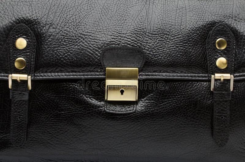 Opinión del primer del bolso de cuero negro de los hombres fotografía de archivo libre de regalías