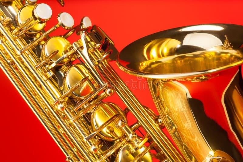 Opinión del primer del saxofón del alto con la campana y llaves imágenes de archivo libres de regalías