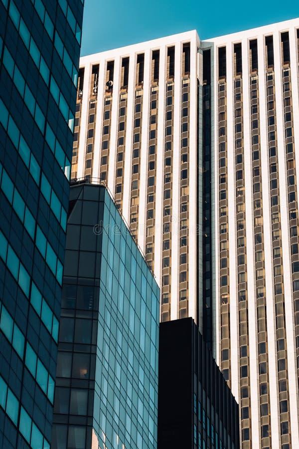 Opinión del primer del edificio de General Motors y de los rascacielos modernos en Midtown Manhattan New York City imágenes de archivo libres de regalías