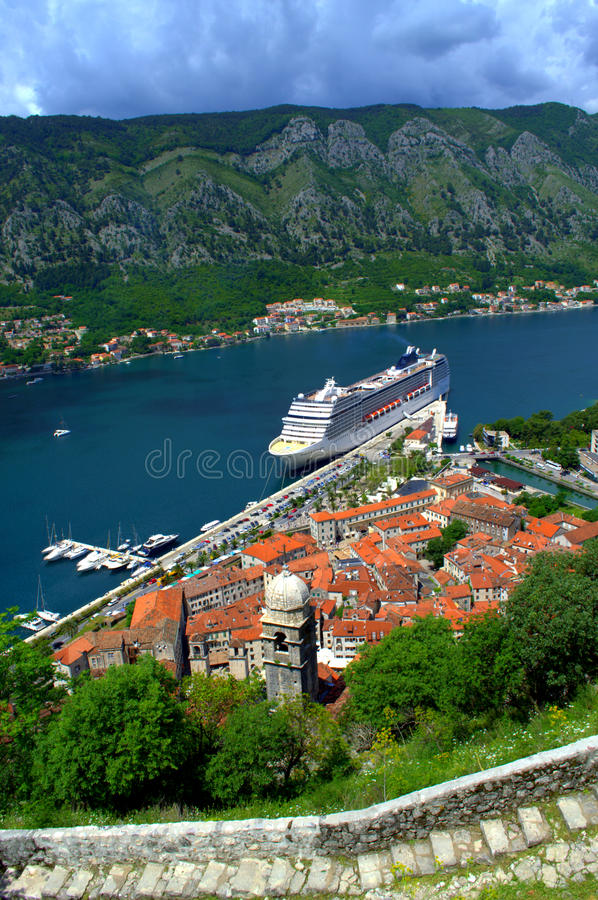 Opinión del puerto de Kotor, Montenegro imagen de archivo