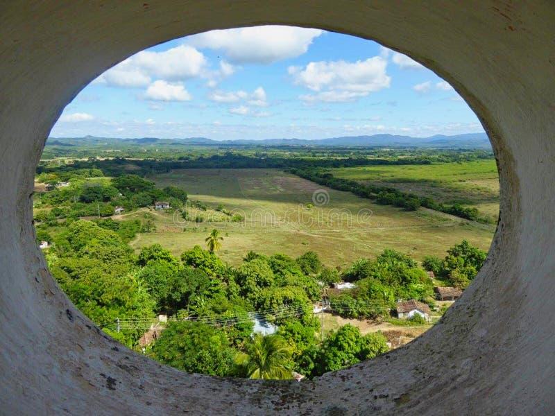 opinión del túnel a colocar en el verano foto de archivo