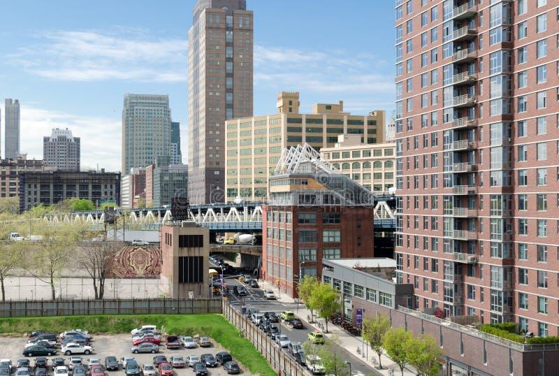 Opinión del tejado de Dumbo, el puente de Manhattan, y de Brooklyn céntrica imagen de archivo