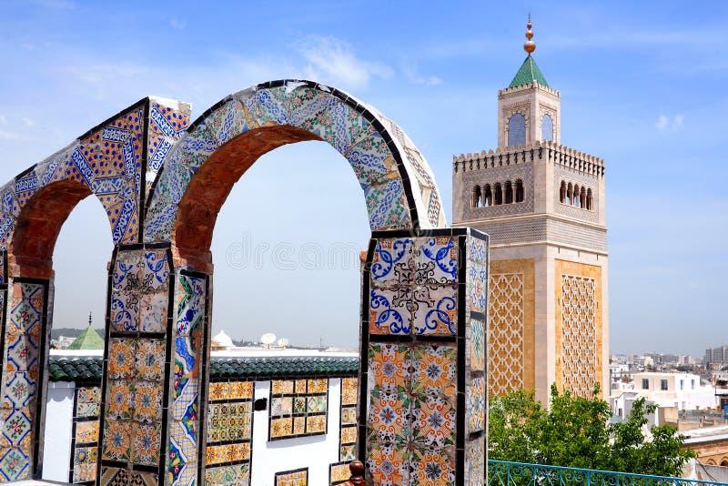 Opinión del tejado de la mezquita en Túnez foto de archivo libre de regalías