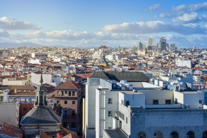 Opinión del tejado de Madrid i céntrico imagen de archivo libre de regalías