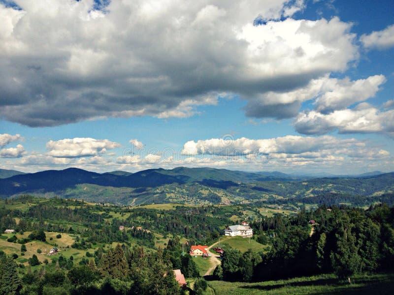 Opinión del verano de las montañas foto de archivo