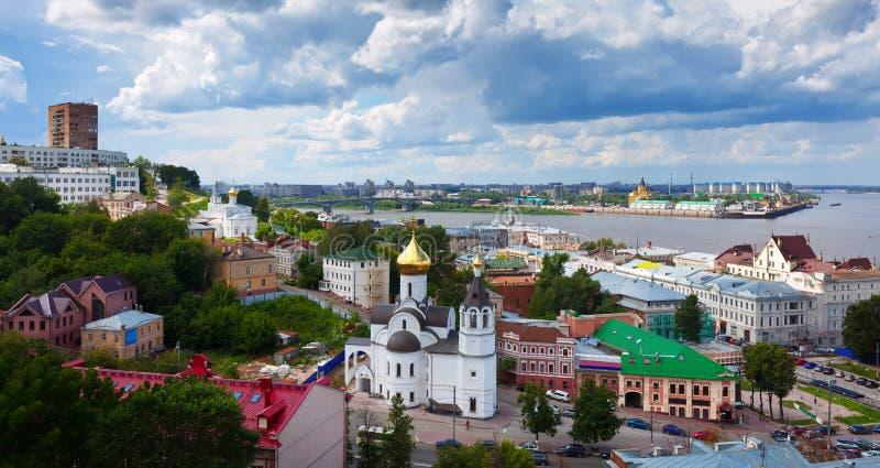 Opinión del verano del districto viejo de Nizhny Novgorod fotos de archivo