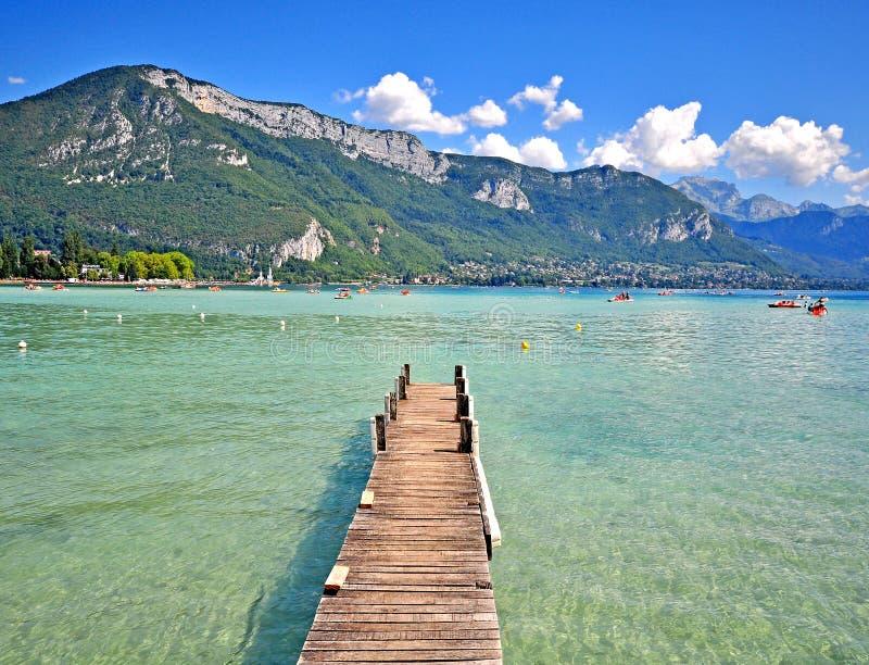 Opinión del verano del lago annecy, Francia imagen de archivo libre de regalías