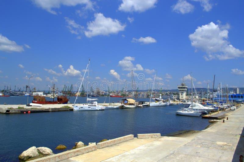 Opinión del verano del puerto de Varna, Bulgaria fotos de archivo libres de regalías