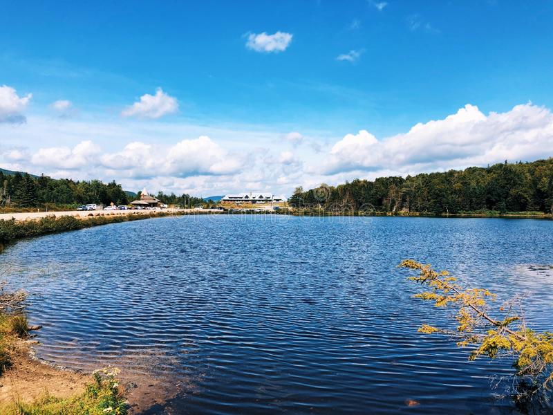 Opinión del verano del lago Saco en Crawford Notch imagen de archivo libre de regalías