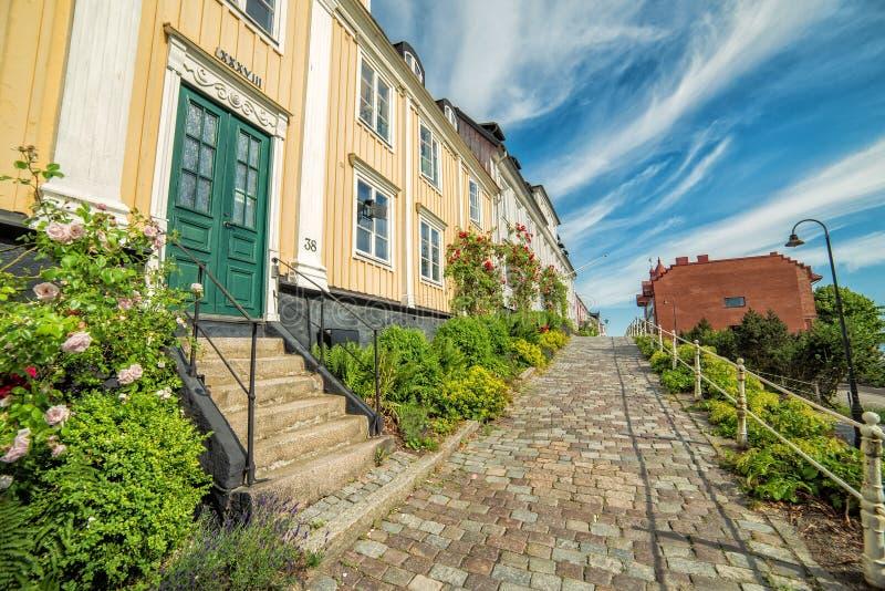 Opinión del verano para la calle vieja en la ciudad de Karlshamn imagen de archivo libre de regalías