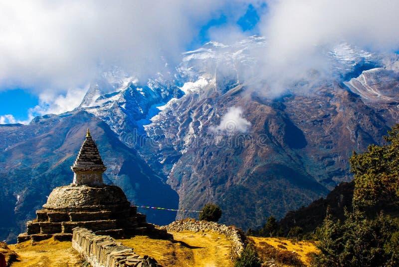 Opinión del viaje de EverestBaseCamp, cerca de NamcheBazaar, Nepal imagenes de archivo