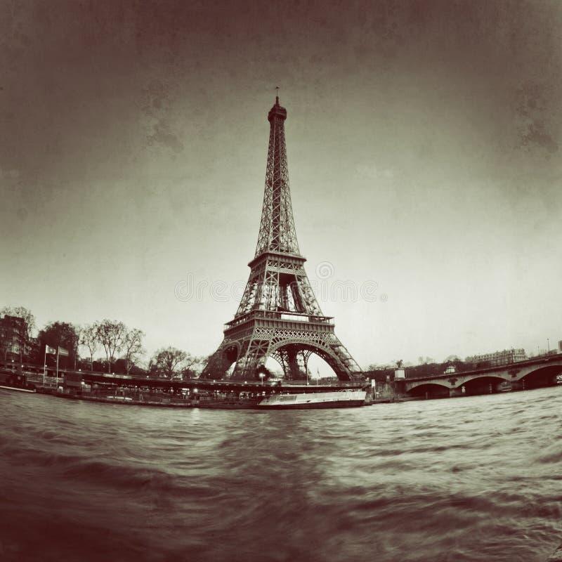 Opinión del vintage de la torre Eiffel en París - Francia ilustración del vector