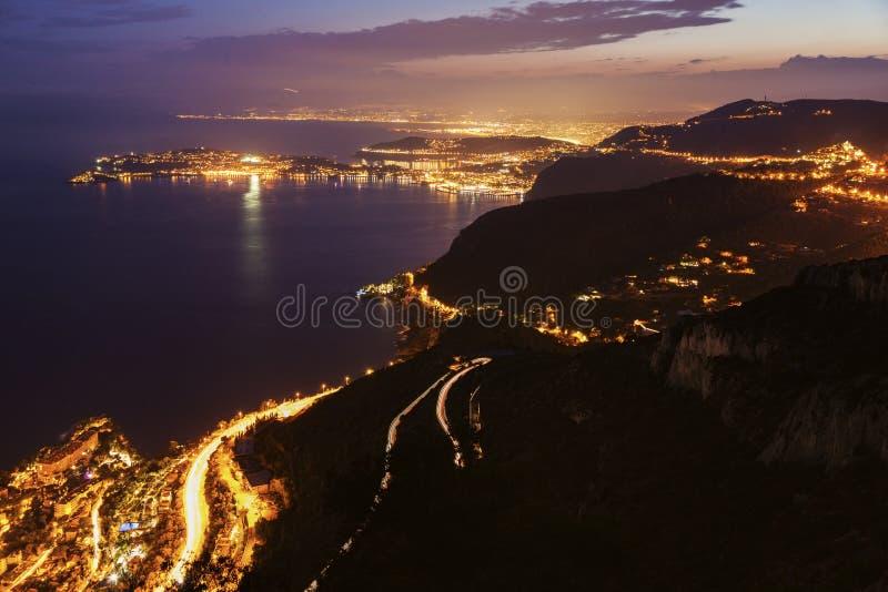Opinión distante el santo Jean Cap Ferrat y Niza en la puesta del sol imagen de archivo libre de regalías