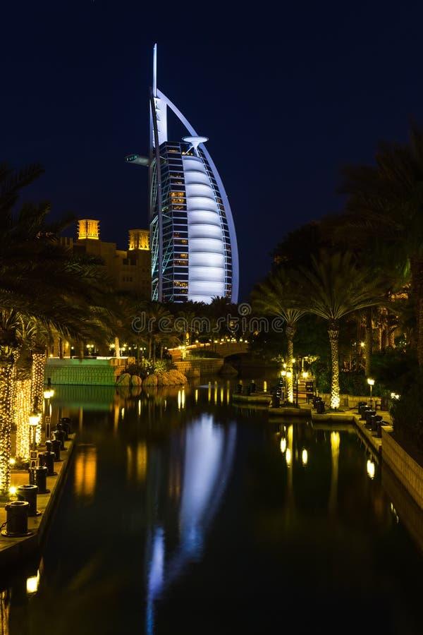 Opinión el árabe del Al de Burj del hotel de Souk Madinat Jumeirah fotos de archivo