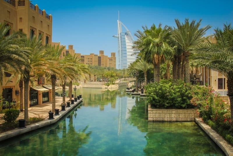 Opinión el árabe del Al de Burj del hotel de Souk Madinat Jumeirah foto de archivo libre de regalías