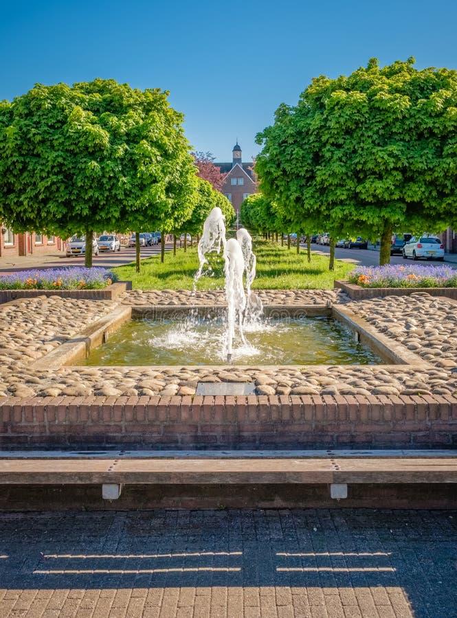 Opinión el concejal E van Dronkelaarsquare en Almelo Países Bajos imágenes de archivo libres de regalías