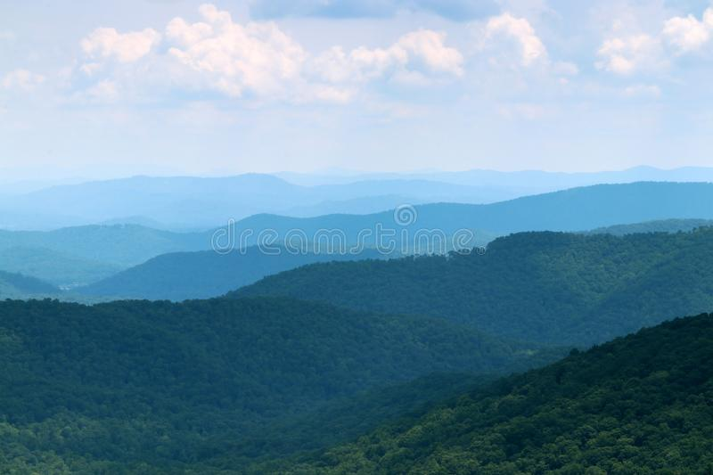 Opinión escénica azul de Ridge Parkway foto de archivo libre de regalías