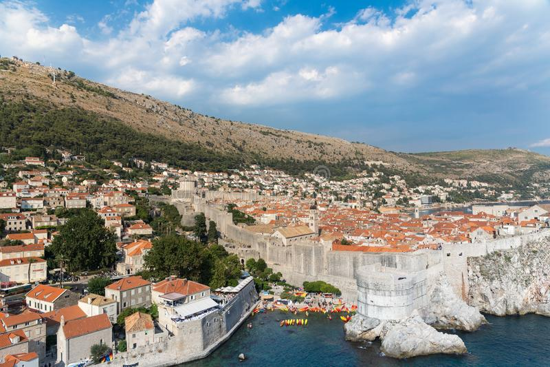 Opinión escénica de Dubrovnik sobre las paredes de la ciudad fotos de archivo