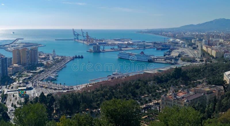 Opinión escénica de la ciudad de Málaga fotos de archivo