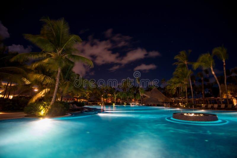 Opinión escénica de la noche del hotel de cinco estrellas imagenes de archivo