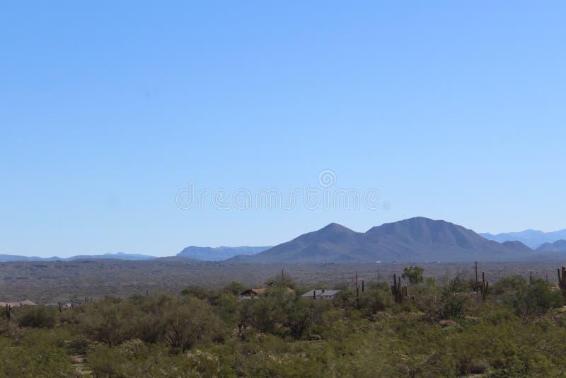 Opinión escénica del paisaje de Mesa, Arizona a las colinas de la fuente, el condado de Maricopa, Arizona, Estados Unidos fotos de archivo